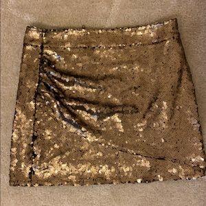 !!Gold sequin skirt! Size medium.